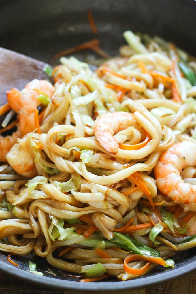 cooking-stir-fried-udon-with-shrimp