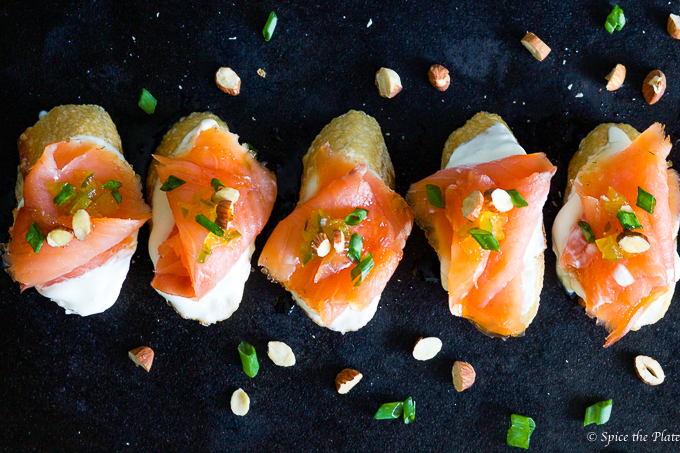 Smoked salmon montaditos with Mexican crema