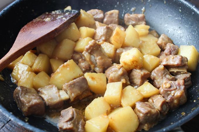 Cooking Korean-style pork ribs with potato